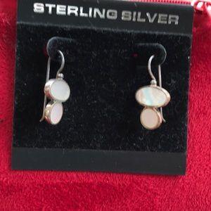 """Jewelry - Cute 1"""" drop earrings"""
